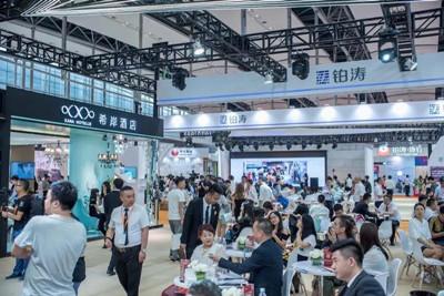 铂涛全品牌升级亮相HFE 首日签约项目合同
